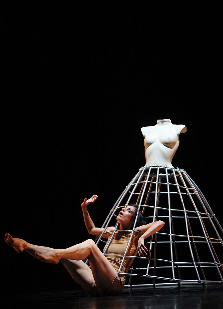 La tentation d'Eve Chorégraphie Marie-Claude Pietragalla et Julien Derouault Photo Pascal Elliott